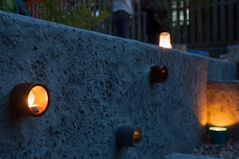 陶製キャンドルスタンド: 篠田 望デザイン一級建築士事務所が手掛けた庭です。