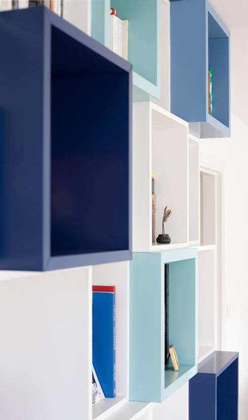 Autour d'une Bibliothèque - Paris-15e: Salon de style  par ATELIER FB