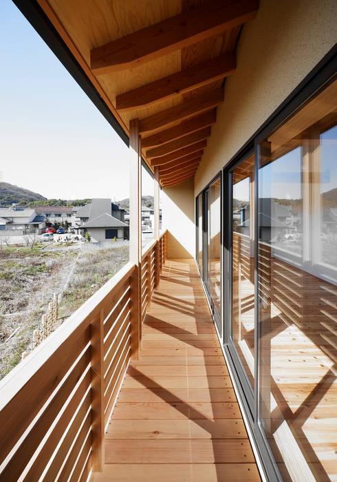 バルコニー: 芦田成人建築設計事務所が手掛けたベランダです。