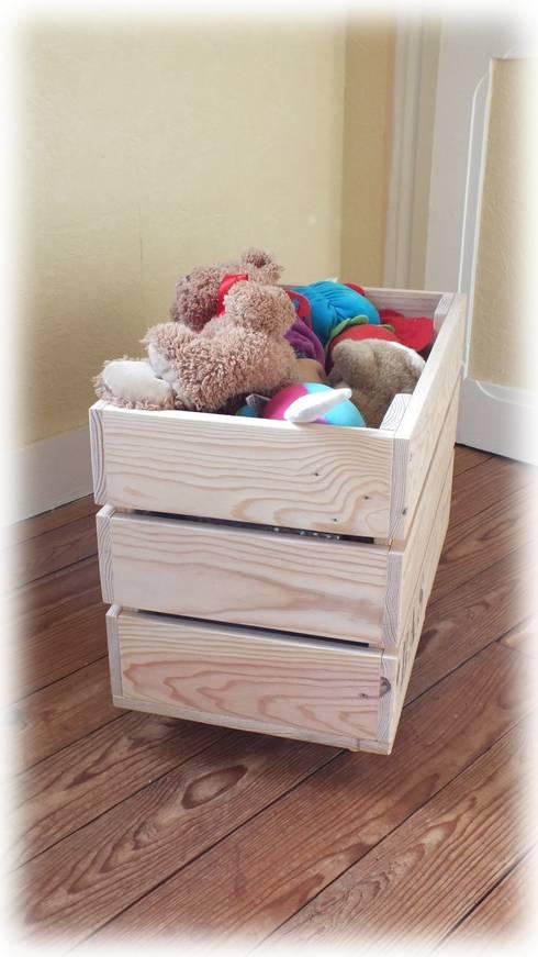 Caisses de rangement en bois de palette.: Chambre d'enfants de style  par La Fée rabote
