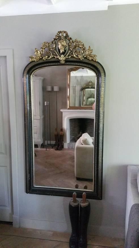 Spiegels:  Woonkamer door the robin