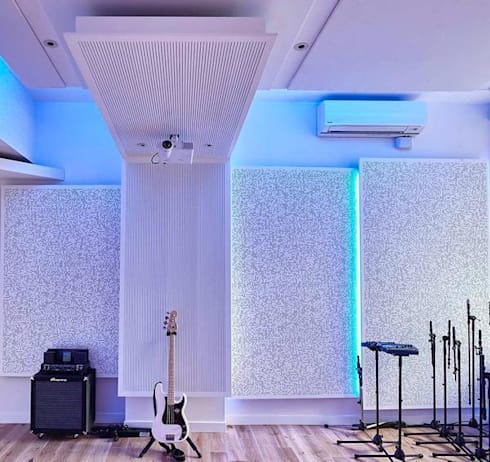 Acondicionamiento acústico de un estudio de grabación: Estudios y despachos de estilo minimalista de SPIGOGROUP
