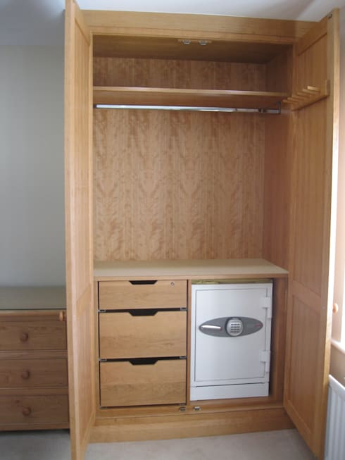 Bedroom Furniture Harrogate: classic Bedroom by INGLISH DESIGN