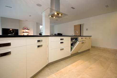 Kitchens made in Harrogate by Inglish Design: classic Kitchen by INGLISH DESIGN