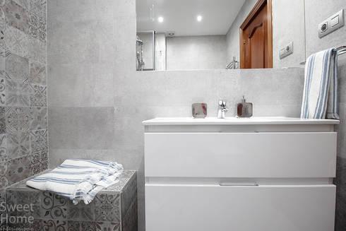 Baño en Sarriko, Bilbao: Baños de estilo minimalista de Sweet Home Interiorismo