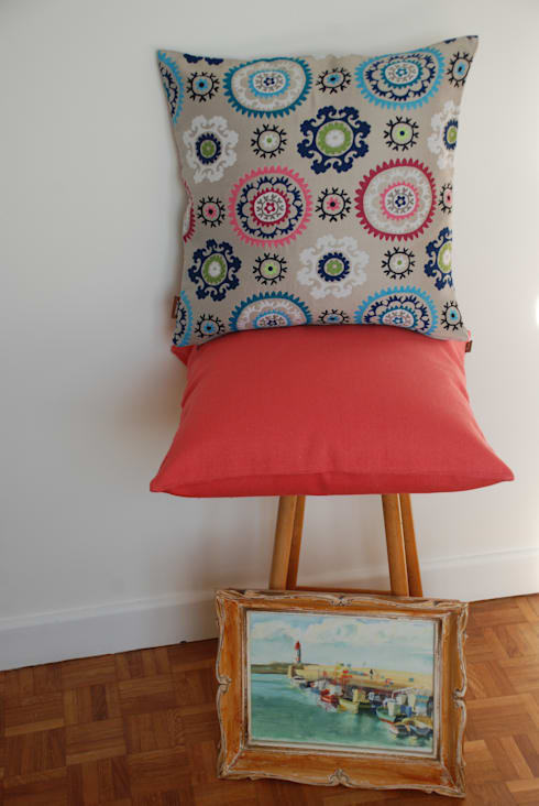 Coussins Lotus et Goa corail: Salon de style  par SAS Altimarel