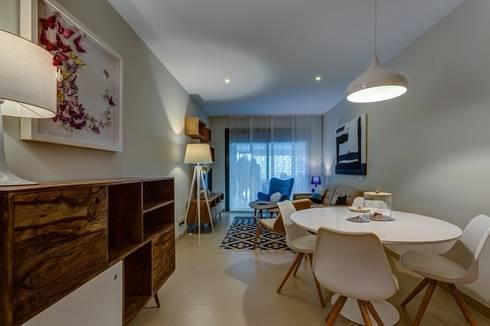 Perspectiva de Salón: Salones de estilo mediterráneo de CARMAN INTERIORISMO