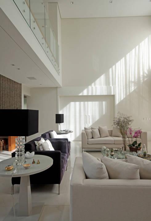 LIVING: Salas de estar clássicas por ALME ARQUITETURA