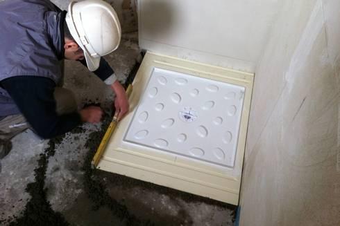 Piatti doccia filo pavimento rivestiti in gres mosaic - Piatto doccia incassato nel pavimento ...