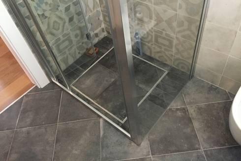 Piatti doccia filo pavimento rivestiti in gres mosaic marmo spatolati e resine di modularte srl - Piatto doccia piastrelle ...