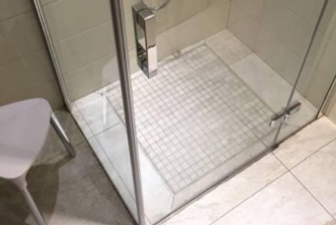 Piatti doccia filo pavimento rivestiti in gres mosaic - Stuccare fughe piastrelle doccia ...