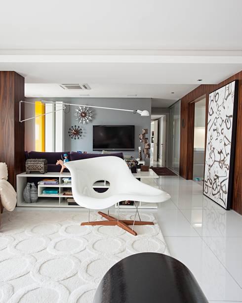 Edifício Maison Karine: Salas de estar modernas por Rodrigo Maia Arquitetura + Design