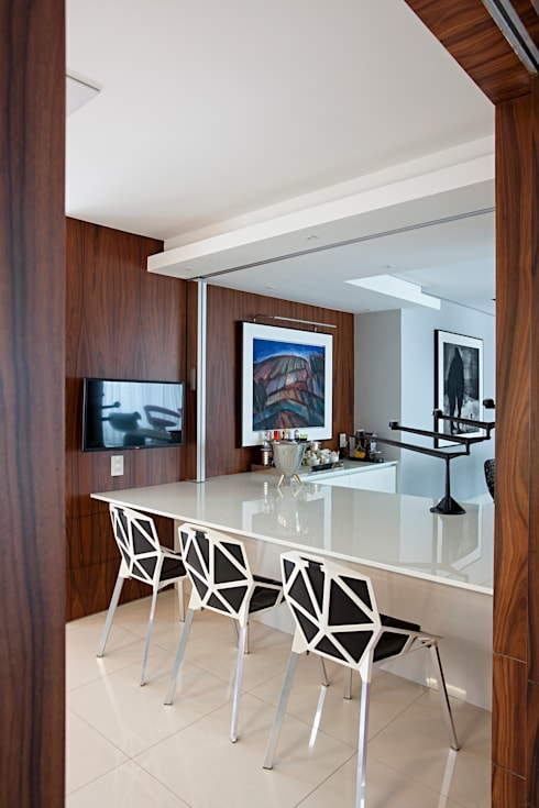 Kitchen by Rodrigo Maia Arquitetura + Design