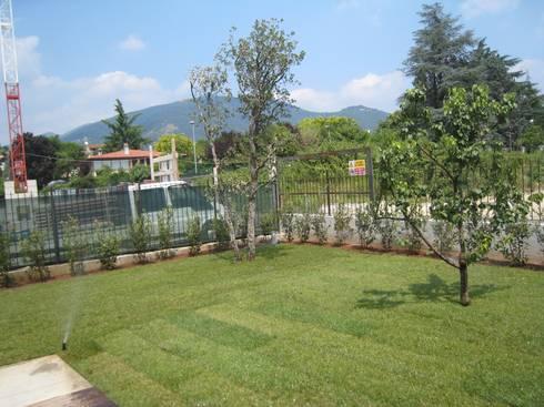 Giardino per una villa moderna por giardini valle dei for Giardino villa moderna