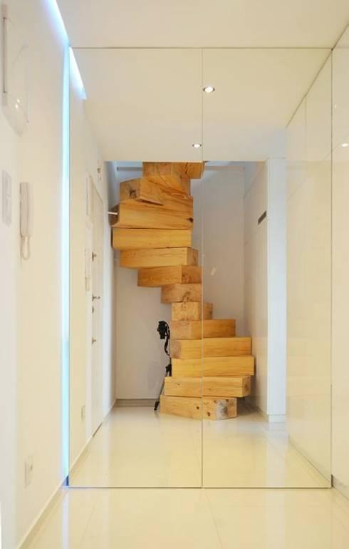 Pasillos y hall de entrada de estilo  por Masif Panel Çözümleri - Serender Ahşap Dekorasyon