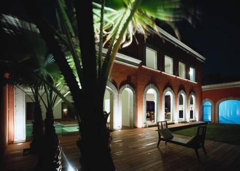Robles: Casas de estilo ecléctico por Micheas Arquitectos