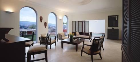 Robles: Salas de estilo moderno por Micheas Arquitectos