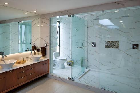 P& B : Baños de estilo  por Micheas Arquitectos