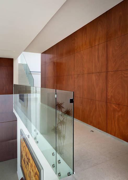 Corridor & hallway by Micheas Arquitectos
