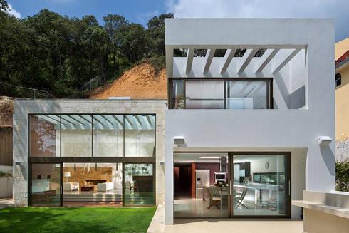 P& B : Casas de estilo moderno por Micheas Arquitectos