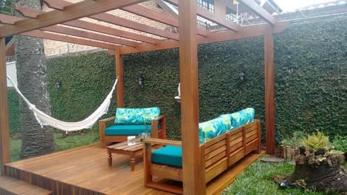 Espaço externo em madeira: Jardim  por Bela Forma Marcenaria