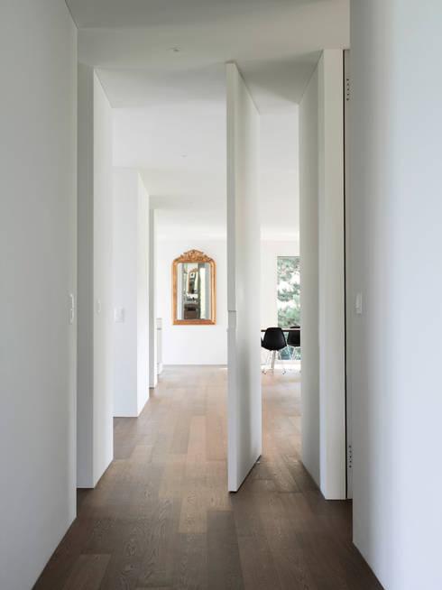 Haus L:  Flur & Diele von nimmrichter architekten ETH SIA AG