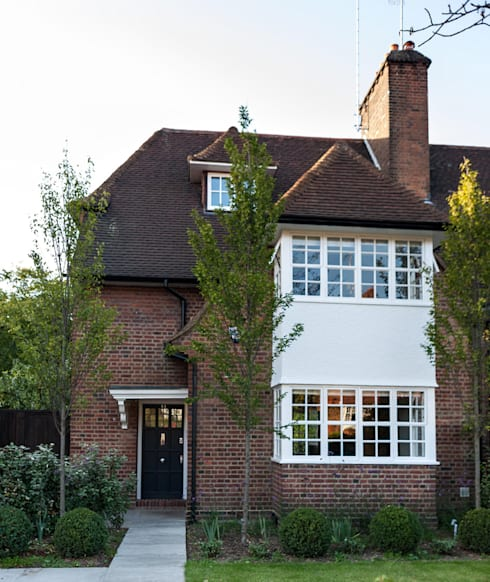 Rotherwick Road - Hampstead Garden Suburbs 'Arts & Crafts' House :  Houses by TG Studio