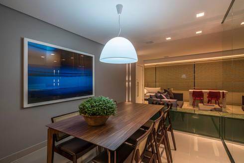 APTO DO JOVEM CASAL: Salas de jantar modernas por Nara Cunha Arquitetura e Interiores