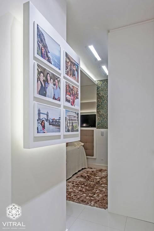 Apartamento C.A.A.: Quartos  por VITRAL arquitetura . interiores . iluminação