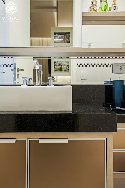 Apartamento C.A.A.: Banheiros modernos por VITRAL arquitetura . interiores . iluminação
