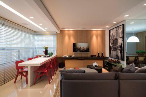 APTO DO JOVEM CASAL: Salas multimídia modernas por Nara Cunha Arquitetura e Interiores