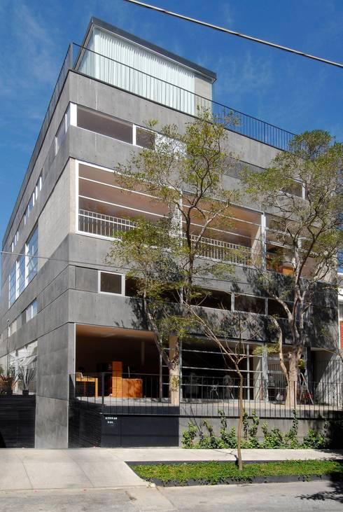 ATENAS 354: Casas de estilo industrial por Alvaro Moragrega / arquitecto