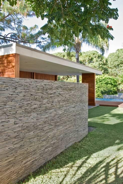 Jardines de estilo  por Alvaro Moragrega / arquitecto
