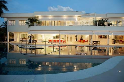 Casa - Praia de Tabatinga: Casas modernas por Hurban Liv Arquitetura & Interiores