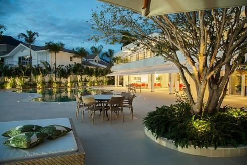 Casa – Praia de Tabatinga: Piscinas modernas por Hurban Liv Arquitetura & Interiores