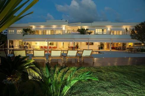 Casa – Praia de Tabatinga: Casas modernas por Hurban Liv Arquitetura & Interiores