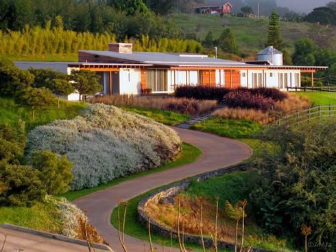 Lani nui ranch de alvaro moragrega arquitecto homify for Casa rambler vs casa ranch