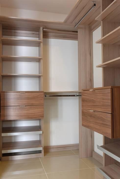 Closet: Vestidores y closets de estilo minimalista por JF ARQUITECTOS