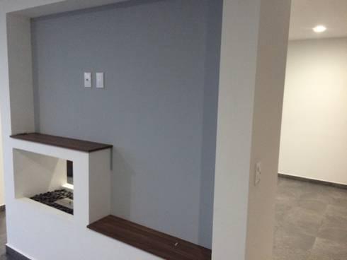 Chimenea: Salas de estilo minimalista por JF ARQUITECTOS