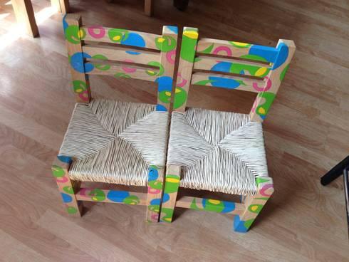 Sillas amiba: Habitaciones infantiles de estilo  por Libel