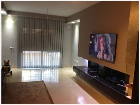 Reforma Integrales: Salones de estilo moderno de AZD Diseño Interior