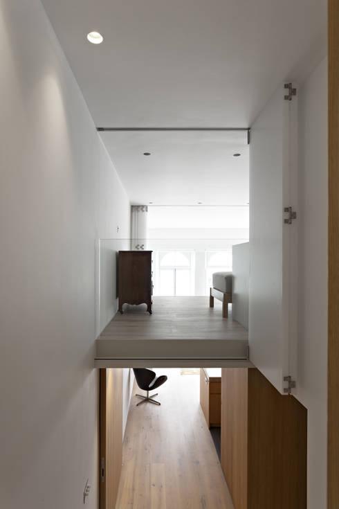 Ingresso & Corridoio in stile  di Viewport Studio