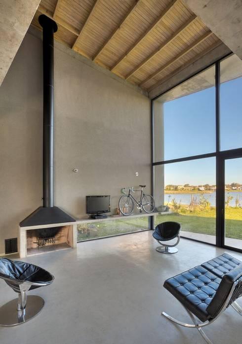 Casa en San Marco: Livings de estilo  por Ruben Valdemarin Arquitecto