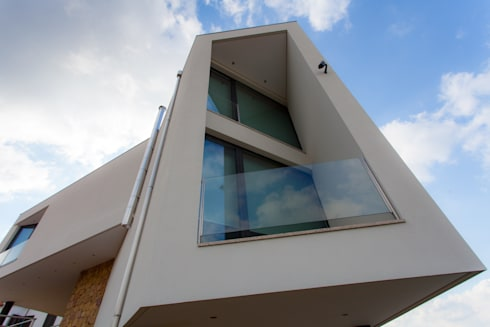 AReA 7 – Arquitectos Ivo Amaro_ Jorge Machado: Casas modernas por AreA7