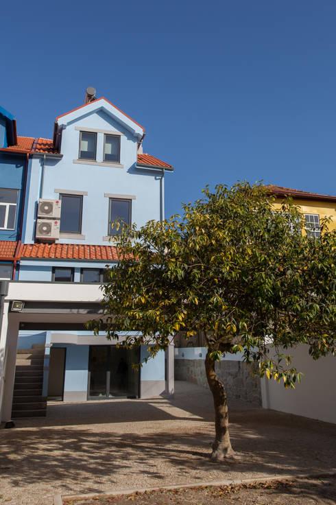 AReA 7 - Arquitectos Ivo Amaro_ Jorge Machado: Casas  por AreA7