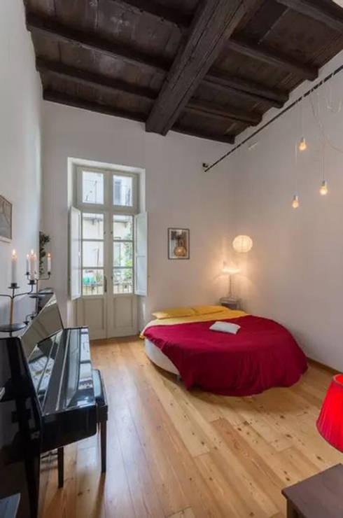 Loft Turin: Dormitorios de estilo  de  Simona Garufi