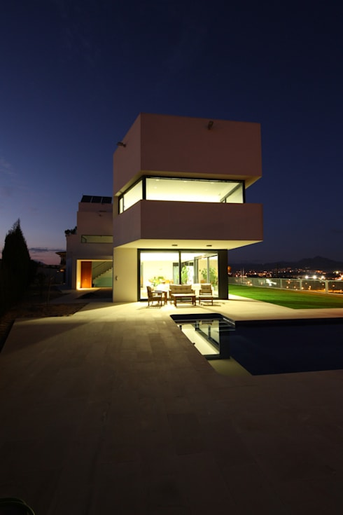 Exterior (Voladizo biblioteca) atardecer: Casas de estilo moderno de GOELIN ARQUITECTOS