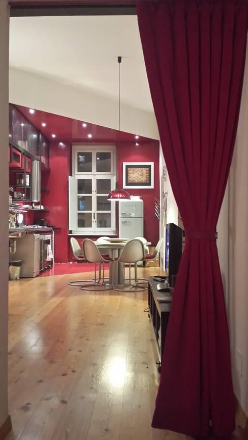 Loft Turin: Cocinas de estilo  de  Simona Garufi
