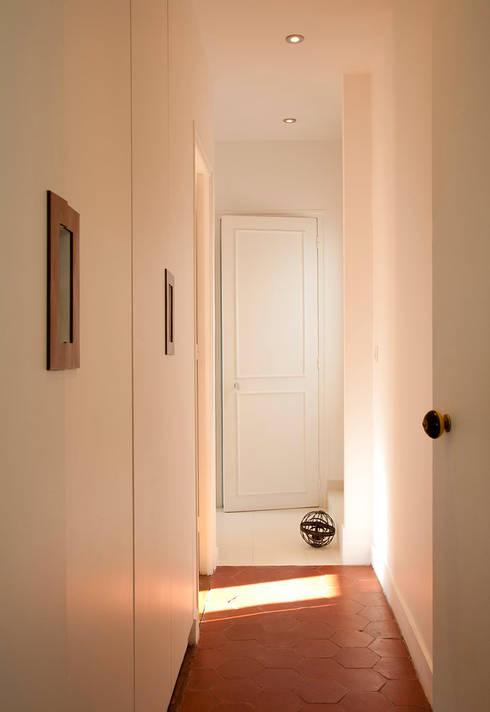 Corridor, hallway by ATELIER FB