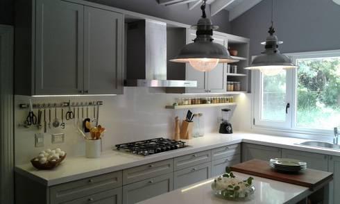 Cocina con estilo: Cocinas de estilo clásico por Silvina Lightowler - Diseño a medida